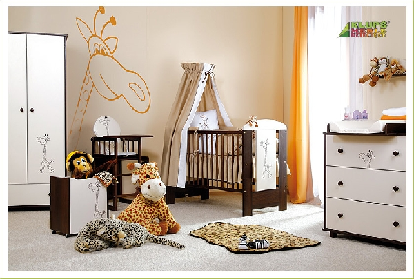 Klups Szafari zsiráf bútor babaszoba  dió-vanília színben